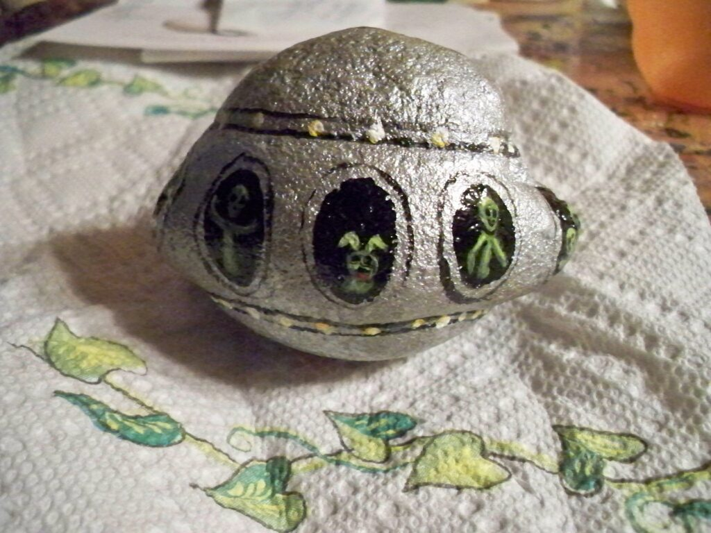 ufo, flying saucer, alien, painted rock